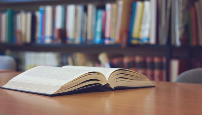 Buch in Bibliothek